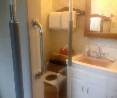 small bath with grab bars
